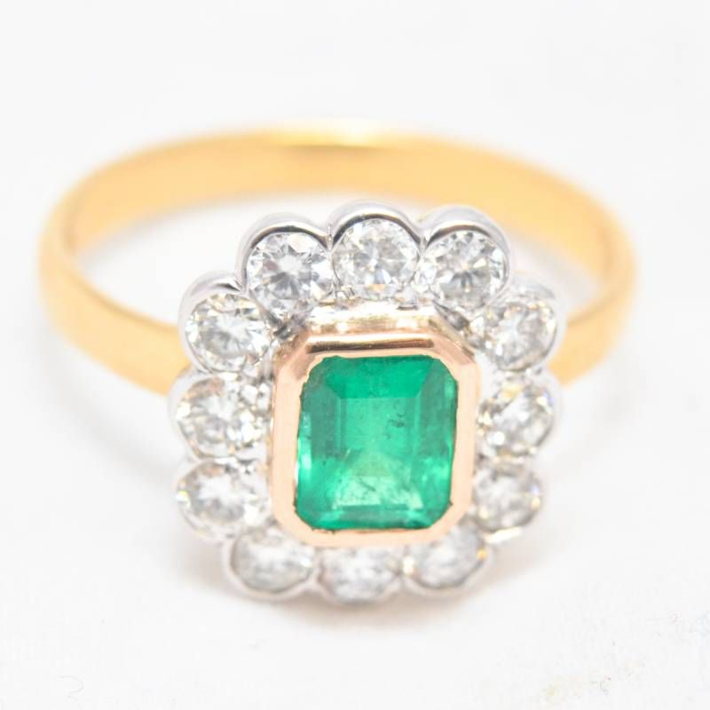 7a2950930 18ct Gold Fine Emerald and Diamond Ring - Jewellery & Gold ...