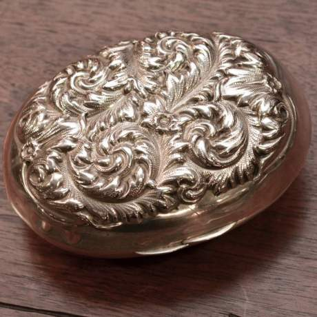 American Sterling Silver Soap Box with Foliage Décor image-1