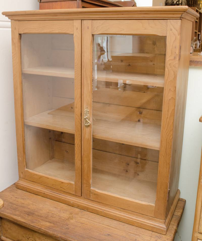Antique pine cabinet pine cupboards hemswell antique for Antique pine kitchen cabinets