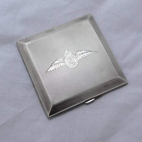 Hallmarked Silver Compact RAF Wings image-3