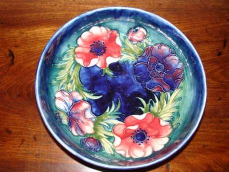 Moorcroft Bowl with Tubelined Floral Pattern image-1