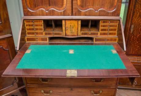 18th Century Mahogany Bureau Bookcase image-4
