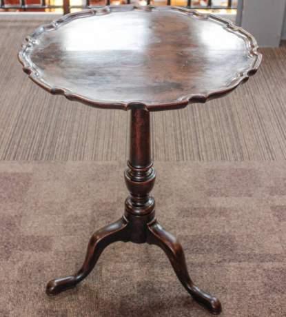 18th Century George II Mahogany Tilt Top Table image-1