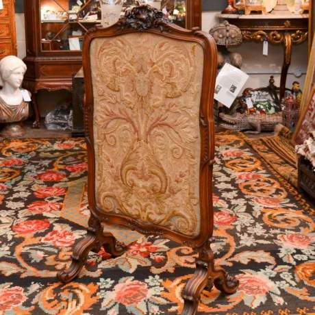French 19th Century Fine Quality Carved Fire Screen image-2