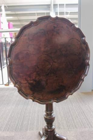 18th Century George II Mahogany Tilt Top Table image-3