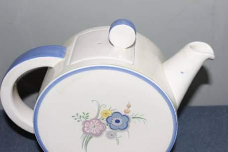 Clarice Cliff Bonjour Teapot image-2