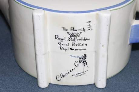 Clarice Cliff Bonjour Teapot image-4