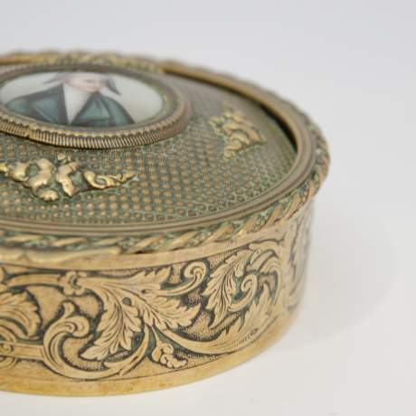 Early 19th Century French Empire Brass Snuff Box image-4