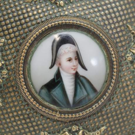 Early 19th Century French Empire Brass Snuff Box image-6