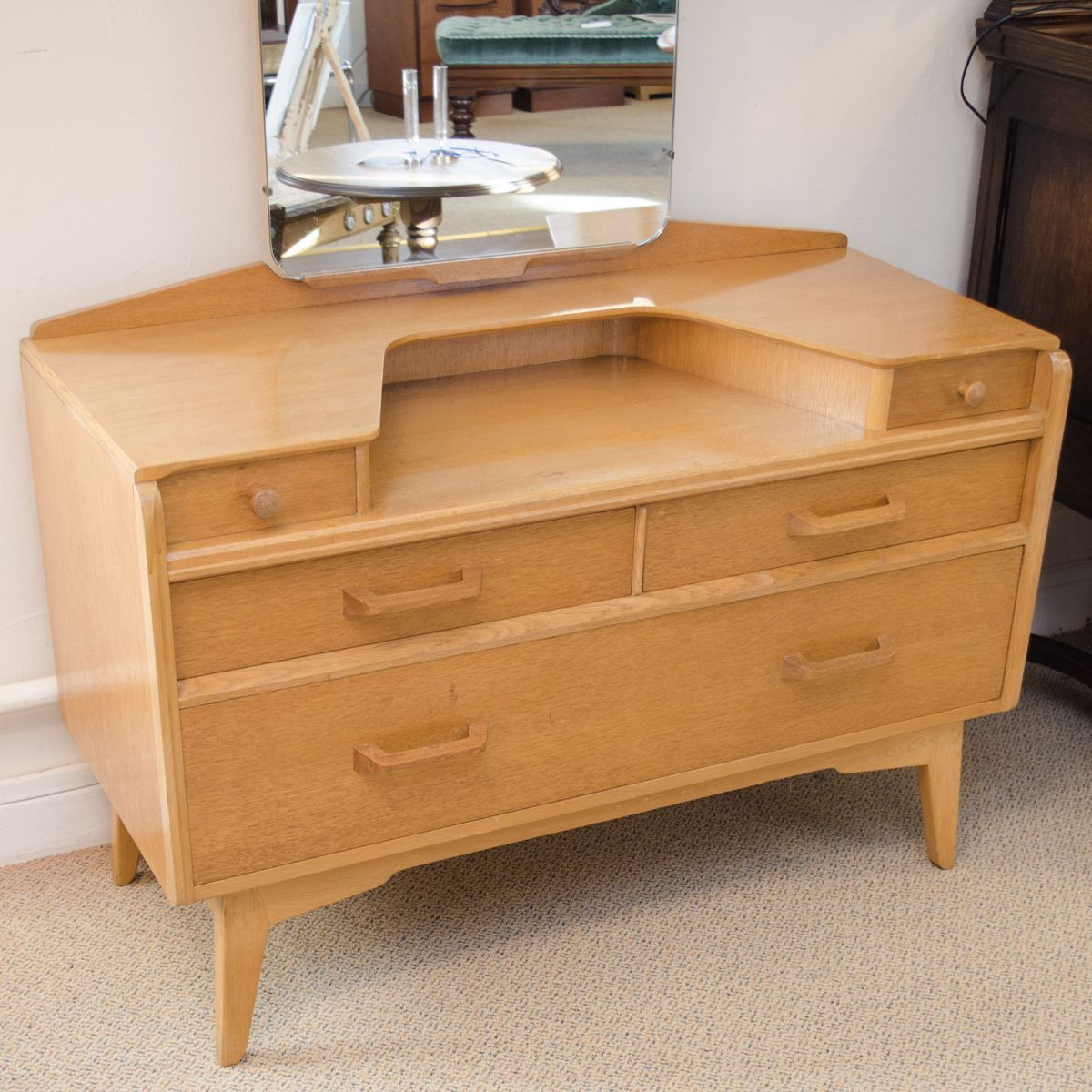 G plan range e gomme dressing table antique dressing for Range dressing table