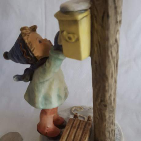 Very Rare Hummel Figurine of Letter to Santa image-2