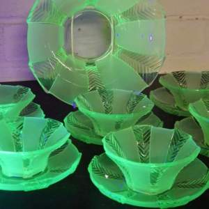 Walther and Sohne 1930s Art Deco Green Uranium Glass Athene Dessert Bowls Set