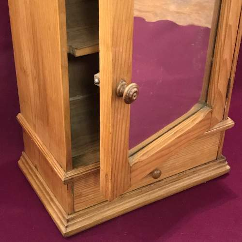 1930s French Pine Bathroom Cabinet image-4