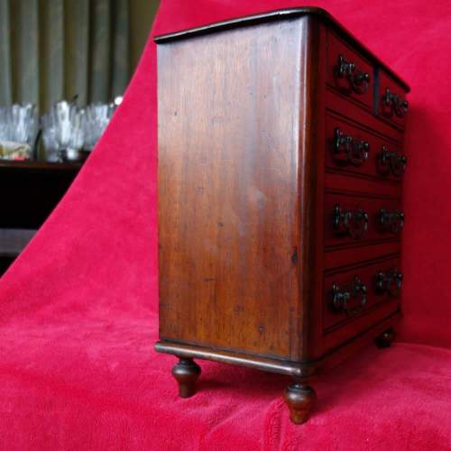 Vic Minature Chest of Draws end.JPG