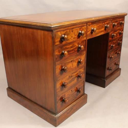 Desk - 8.jpg
