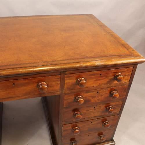 Desk - 2.jpg