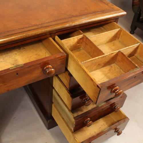 Desk - 6.jpg
