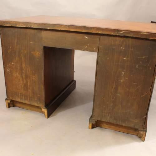 Desk - 9.jpg