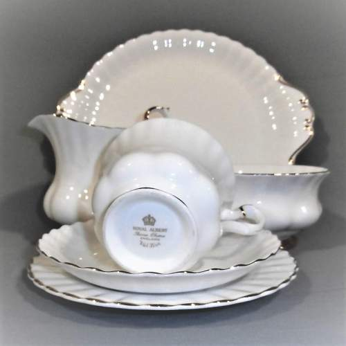 Royal Albert Val D Or Six Place White and Gold China Tea Service image-5