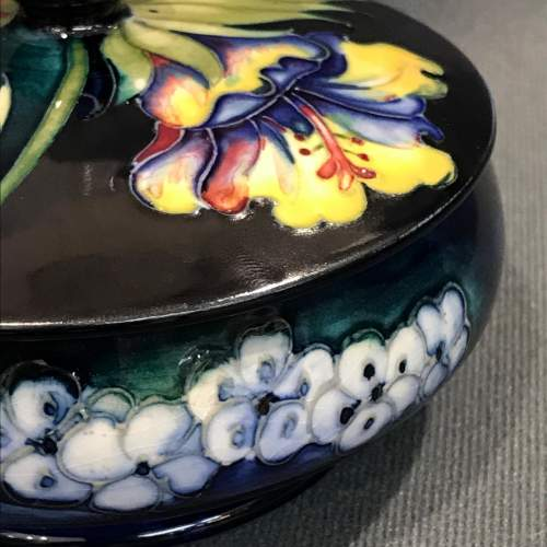 Moorcroft Old Orchid Pattern Lidded Dish image-4