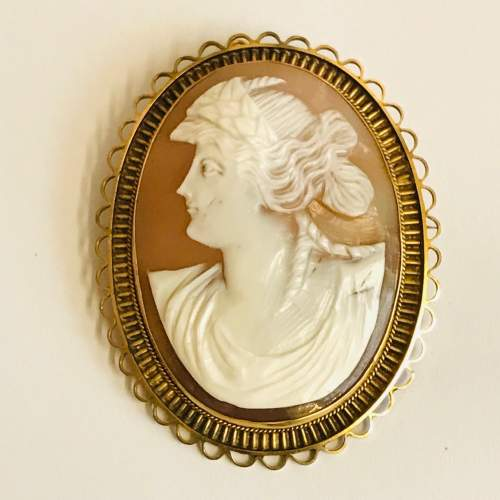 Edwardian 9ct Gold Shell Cameo Brooch image-1