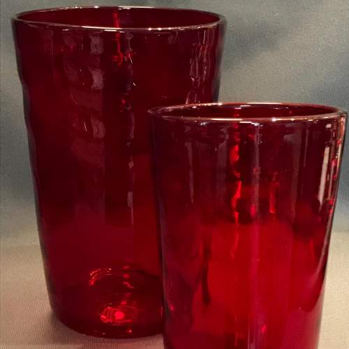 Set of Three Whitefriars Glass Wave Ribbed Tumbler Vases image-4