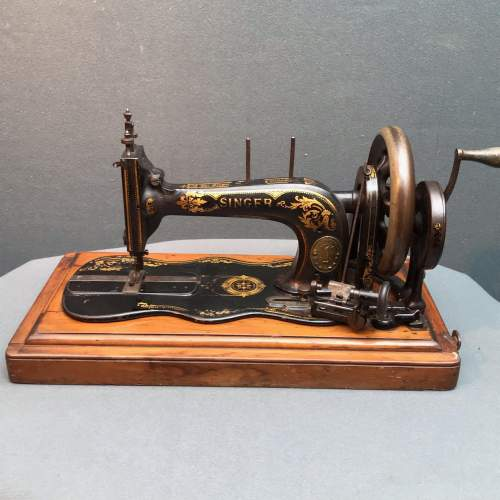 Fiddle Based Singer Sewing Machine image-1