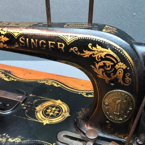 Fiddle Based Singer Sewing Machine image-2