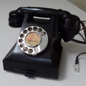 bakelite telephone.jpg