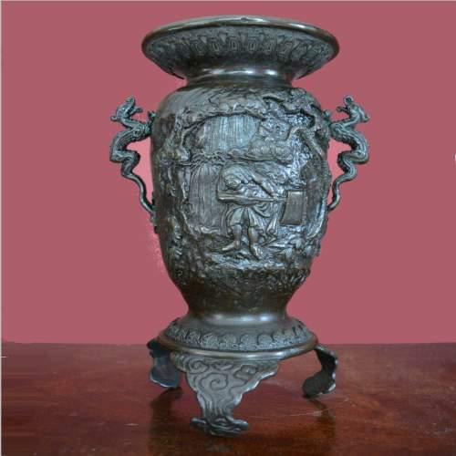 Fine Pair of Chinese Bronze Vases image-2