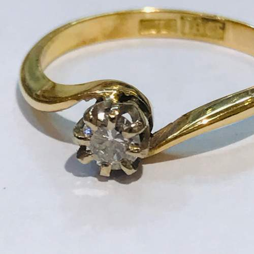 Vintage 18ct Diamond Cross Over Gold Ring image-2