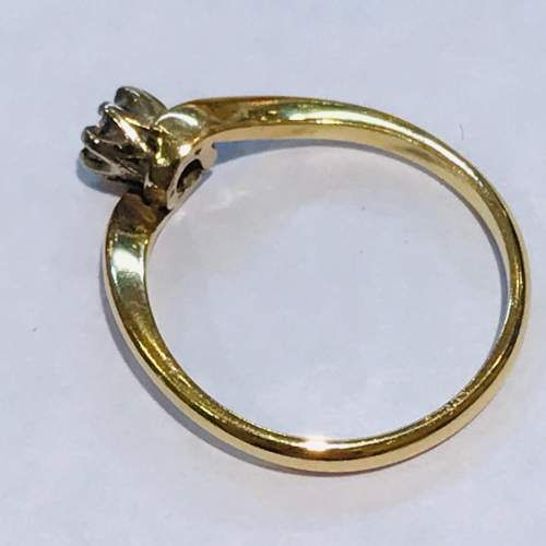 Vintage 18ct Diamond Cross Over Gold Ring image-3