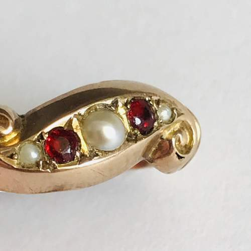 9ct Gold Garnet and Pearl Ring image-3