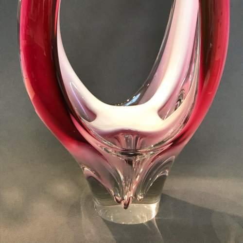 Flygors 1960s Organic Cased Raspberry and White Glass Vase image-2