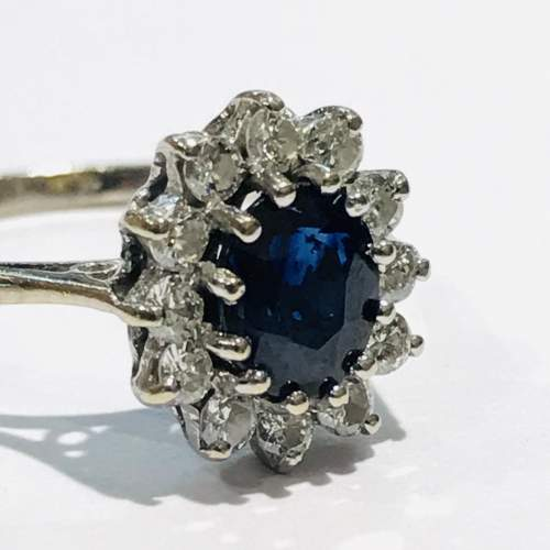 Vintage 18ct Gold Diamond and Sapphire Ring image-2