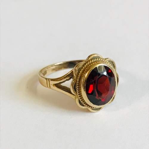 Vintage 9ct Gold Garnet Solitaire Ring image-1