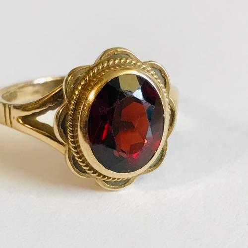 Vintage 9ct Gold Garnet Solitaire Ring image-2