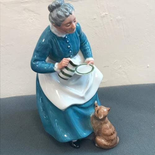 Royal Doulton Figure of The Favourite image-1