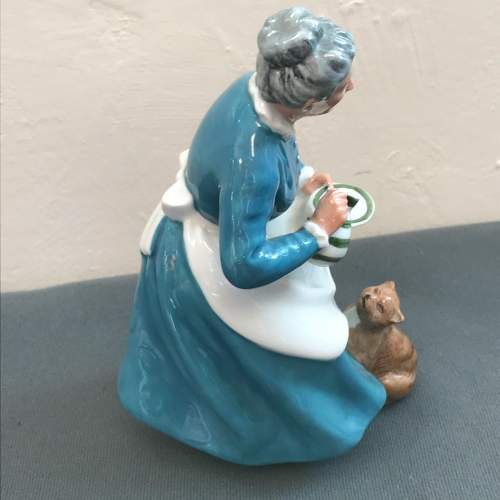 Royal Doulton Figure of The Favourite image-2