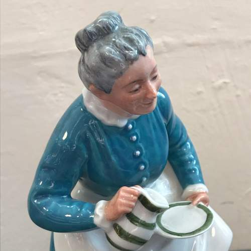 Royal Doulton Figure of The Favourite image-3