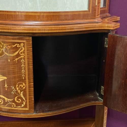 Fine Antique Mahogany Serpentine Shaped Display Cabinet image-4