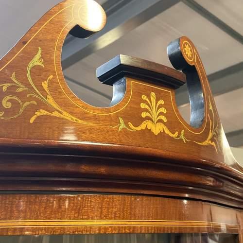 Fine Antique Mahogany Serpentine Shaped Display Cabinet image-6