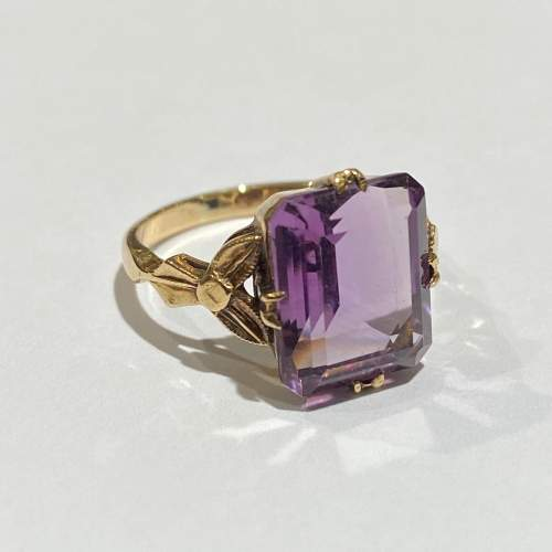 9ct Gold Large Amethyst Ring image-1