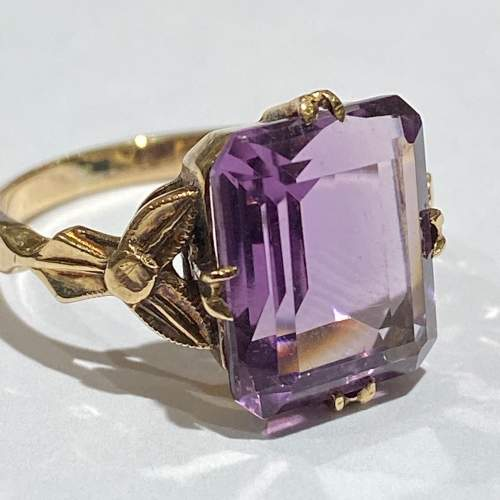 9ct Gold Large Amethyst Ring image-2