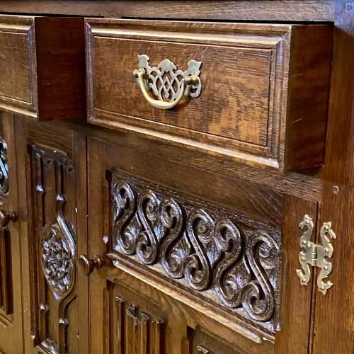 Mid 20th Century Frank Pratt Quality Oak Dresser image-5