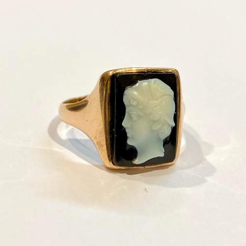 Early 20th Century 9ct Gold Onyx Cameo Ring image-1