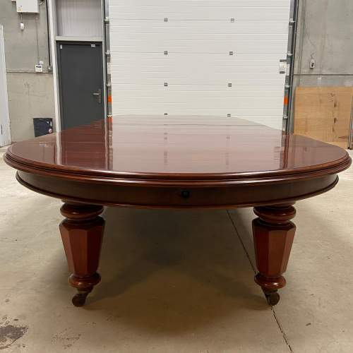 Very Rare Early Victorian Mahogany Dining Table with Six Leaves image-4