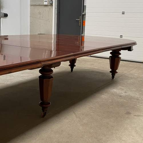 Very Rare Early Victorian Mahogany Dining Table with Six Leaves image-6