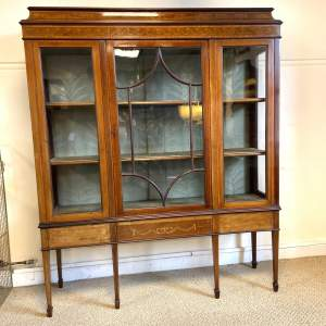 Good Quality Edwardian Inlaid Mahogany Display Cabinet