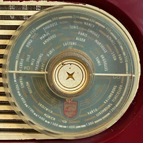 Vintage Burgundy Bakelite Philips Radio image-3